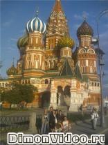 Посетители московской ветки, на фоне храма