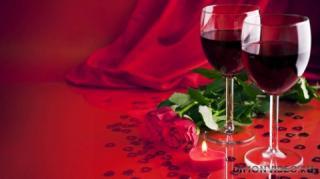 vino-rozy-krasnii-fon
