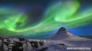 gora-kirkjufell-islandiia-noch-severnoe-siianie