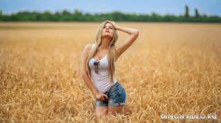 model-girl-blonde-pigtails-shor