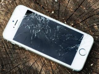 Что выбрать: замену стекла или дисплейного модуля на IPhone