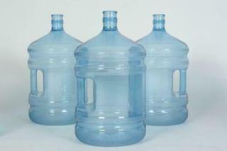 Доставка воды в бутылках по 19 литров: выгодно и удобно