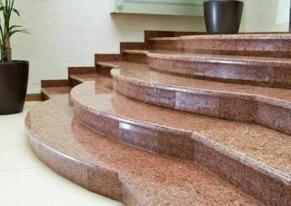 Искусственный или натуральный камень: что выбрать для создания мебели