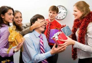 Креативные и полезные идеи подарков для коллег