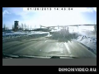В Нижнем Тагиле на дорогу выехал танк [Tank on a carriage road]